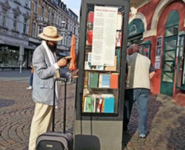 Bücherlesen als ganzheitliches Erlebnis ©stapag