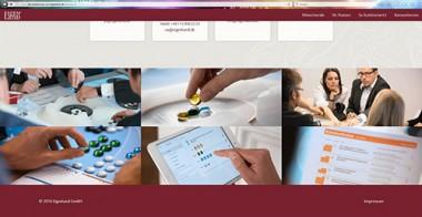 Screenshot einer Website, die verschiedene Szenarien zeigt. Mehrere Menschen sitzen an einem Tisch, jmd. hält ein Tablet, verschieden farbige Steine liegen auf dem Tisch und ein Frageboegen ist zu sehen.